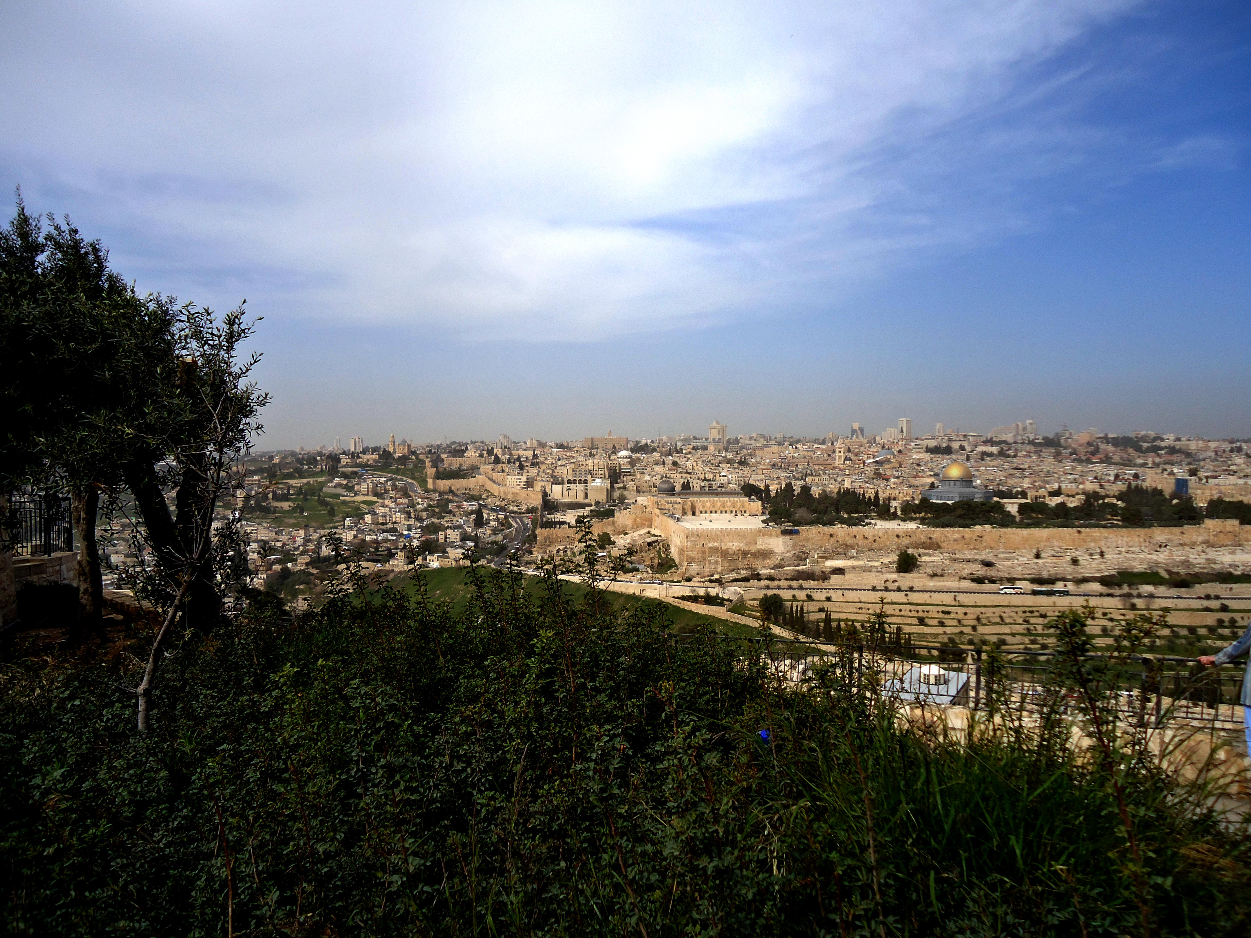 2016_Jerusalem panorama from Mt of Olives
